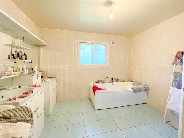 Maison rénovée pour une vente immobilière efficace avec meilleure agence